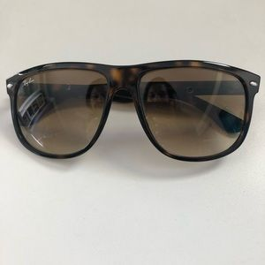 Ray-Ban 4147 Tortoise Shell Excellent Condition